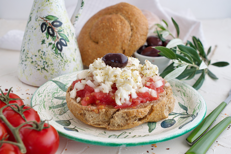 Cretan recipes: how to make the perfect Dakos